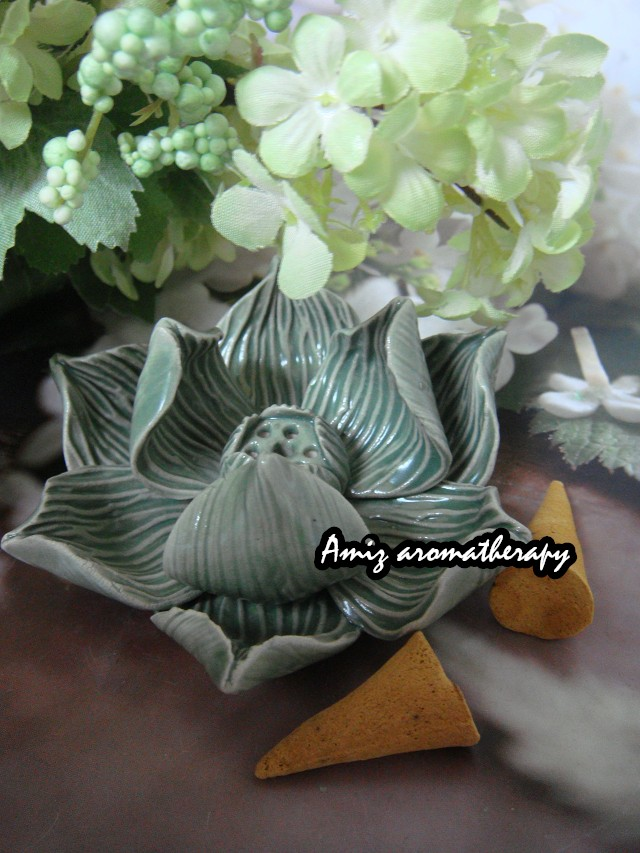 手造綠色蓮花插枝座|Hand-made lotus style incense stand